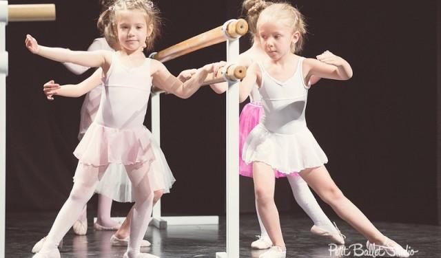Gyermek balett oktatás - Petit Ballet Studio - balett bemutató - Attitude csoport balerinái
