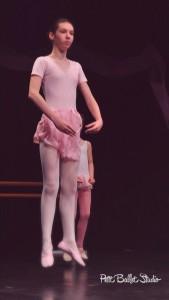 Gyermek balett oktatás - balett vizsga - Developpé csoport bemutató